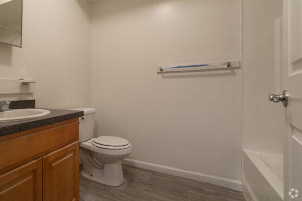 sunset-heights-apartments-burlington-nj-bathroom (1)