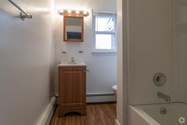sunset-heights-apartments-burlington-nj-bathroom