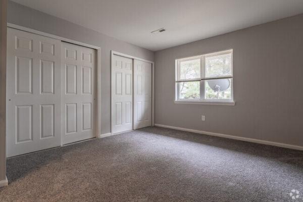 sunset-heights-apartments-burlington-nj-bedroom (1)