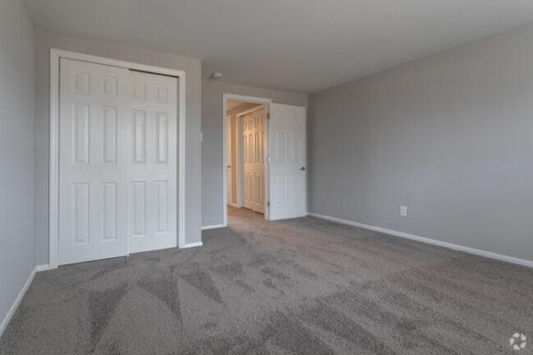 sunset-heights-apartments-burlington-nj-bedroom (2)