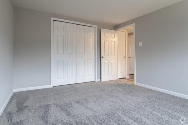sunset-heights-apartments-burlington-nj-bedroom (3)