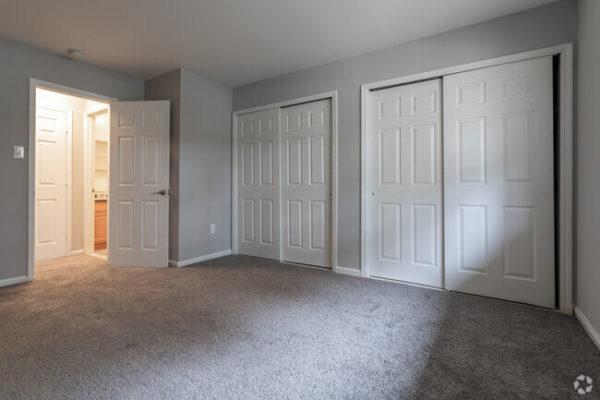 sunset-heights-apartments-burlington-nj-bedroom